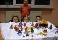 Wiktoria,Olga,Monika i Kuba nie mogą się oderwać od swoich prac.